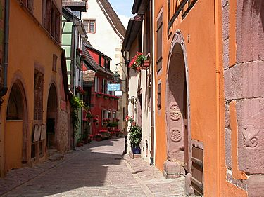 Not sure these little streets are even 100 meters from the main street of Riquewihr...